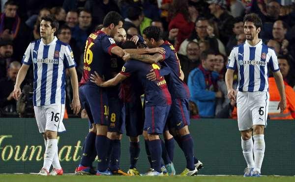 Jogando no Estádio Camp Nou, Barcelona venceu o Espanyol por 4 a 0, graças a gols marcados antes dos 30min do primeiro tempo; resultado manteve equipe azul-grená invicta na liderança do Campeonato Espanhol