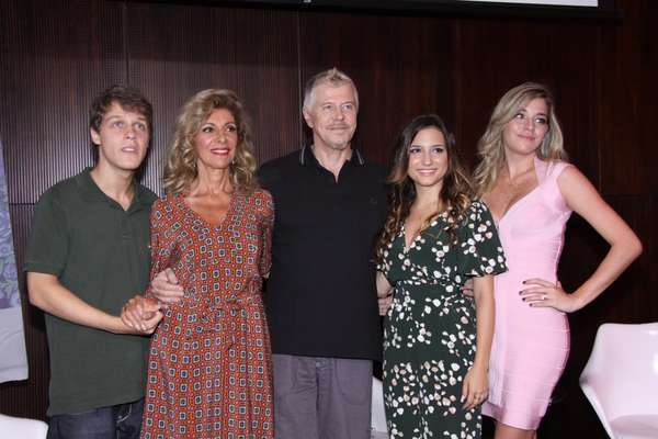 Com estreia prevista para 24 de janeiro, 'Pé na Cova' mostra o cotidiano de uma família, cujo protagonista Ruço - vivido pelo próprio Miguel Falabella - será dono de uma agência funerária