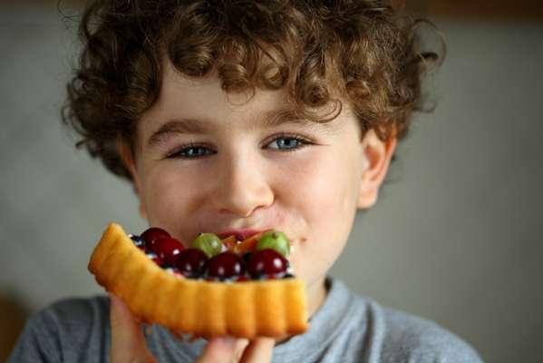 O açúcar natural, proveniente dos alimentos, é mais saudável do que o refinado, adicionado artificialmente