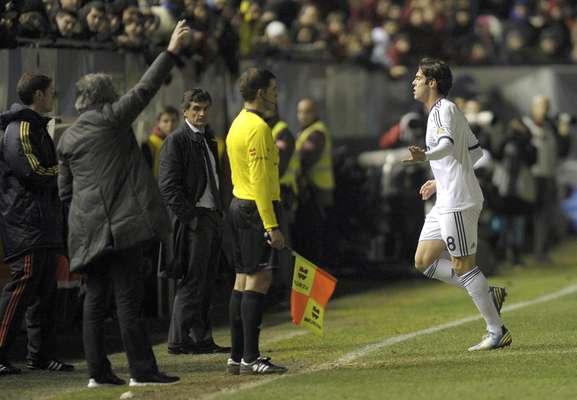 O meia brasileiro Kaká foi expulso, e o Real Madrid decepcionou diante do Osasuna neste sábado, pela 19ª rodada do Campeonato Espanhol com um empate por 0 a 0