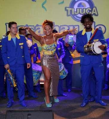 A escola de samba Unidos da Tijuca realizou Bacalhau do Pavão 2013, no sábado (12), no Hotel Windsor, no bairro carioca da Barra da Tijuca. Rainha de bateria, Juliana Alves esbanjou simpatia e sambou muito, vestindo uma saia de fenda