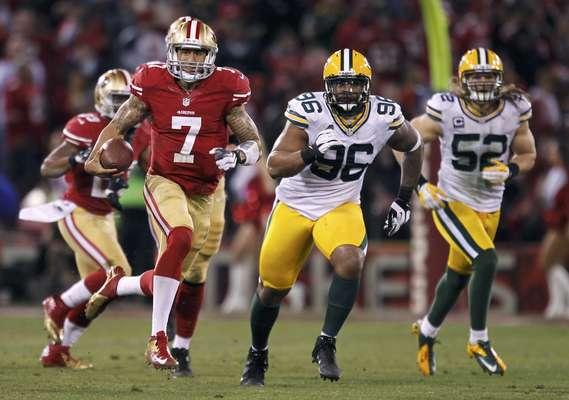 Quarterback Colin Kaepernick foi o grande nome da vitória do San Francisco 49ers sobre o Green Bay Packers, quebrando o recorde de corrida de um quarterback em um jogo da NFL