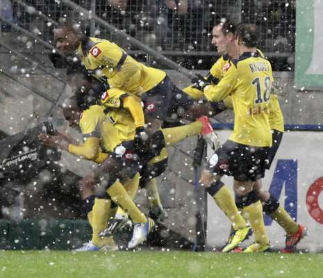Debaixo de neve, o Olympique poderia encostar no líder Lyon, mas perdeu para o Sochaux por 3 a 1, neste domingo, pelo Campeonato Francês