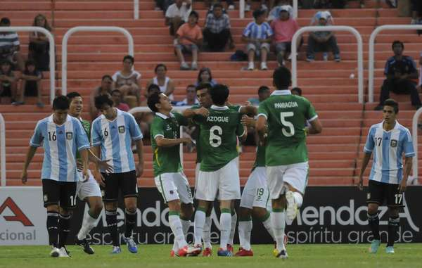 Argentina couldn't hold a lead in the second half, after coming back from a 1-0 deficit, and ended up tying Bolivia 2-2.