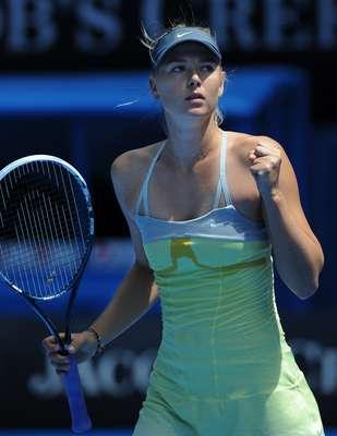 """Na estreia do Aberto da Austrália, contra a também russa Olha Puchkova, Maria Sharapova conseguiu vencer por duplo 6 a 0, ou seja, uma """"bicicleta"""""""