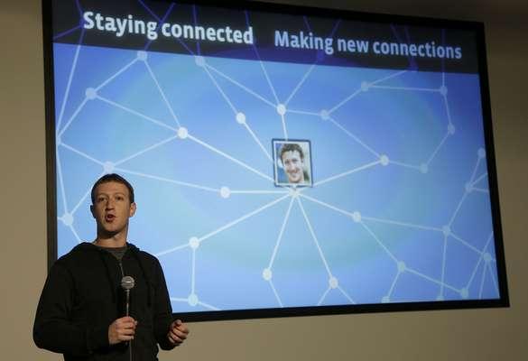 """Mark Zuckerberg inició la presentación en Menlo Park, la sede de la mayor red social del mundo, reforzando la misión de la empresa de """"hacer el mundo más abierto y conectado"""". El CEO de Facebook dijo que Graph Serch, todas las relaciones entre las personas, es la base para todos los servicios que hacen que una red social cumpla su misión."""