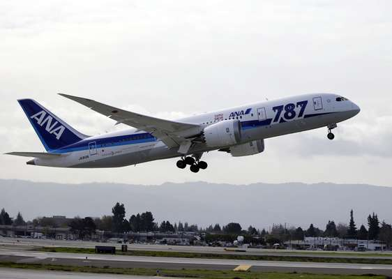 In 2011, Boeing presented its 787 Dreamliner as the future of aviation: a medium size aircraft with an energy efficiency without precedent, capable of using 20 percent less fuel than similar aircraft. (BBC World)