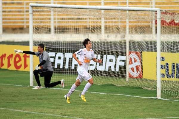 O Santos, de Léo Cittadini, garantiu nesta quinta-feira a vaga para as quartas de final da Copa São Paulo de juniores. Em Jaguariúna, a equipe praiana eliminou o Grêmio Osasco por 4 a 3 nos pênaltis, após empate por 1 a 1 no tempo normal