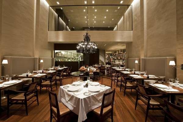 Há sete anos na lista dos melhores do mundo da revista inglesa Restaurant, o D.O.M. tem sala para reuniões privativas e está cada vez mais perto do topo. Foi o 4º em 2012