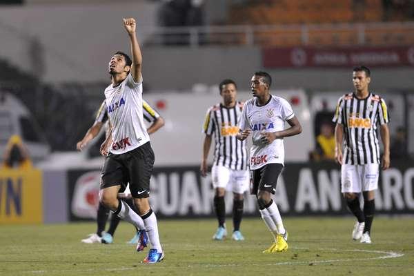Reserva no Corinthians, o zagueiro Wallace fechou com o Flamengo por quatro temporadas