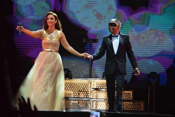 Ivete Sangalo agitou Salvador com seu show no Festival de Verão, na noite da última quinta-feira (17). Com 15 shows em 15 anos, a cantora baiana debutou e dançou valsa com convidados como Gilberto Gil e Carlinhos Brown