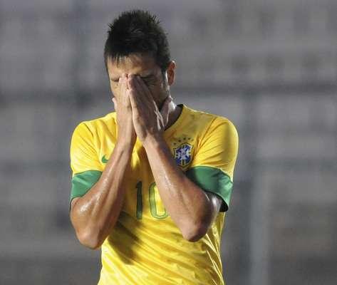 Com péssima campanha após três jogos, o Brasil consolidou seu vexame na quarta partida do Sul-Americano Sub-20, nesta sexta-feira. O time nacional perdeu para o Peru por 2 a 0 e ficou fora do hexagonal final da competição