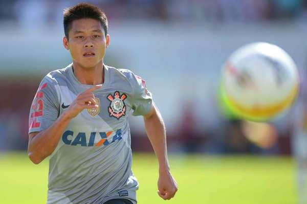 Zizao foi titular do Corinthians pela primeira vez no duelo contra o Paulista, neste domingo