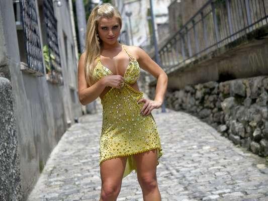 Coelhinha oficial da revista Playboy, Thaíz Schimitt estreia no Carnaval carioca este ano