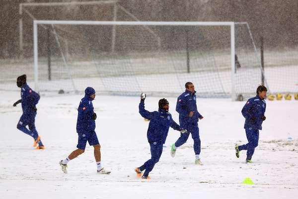 Nevadas, Alessandro del Piero, Lionel Messi, Radamel Falcao, Premier League y la Liga MX destacan en las mejores imágenes del fin de semana en el futbol mundial. Abrimos con una foto en la que los jugadores del Queens Park Rangers entrenan y se divierten bajo la nieve, en Harlington, Inglaterra.