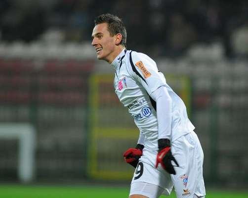 Arkadiusz Milik nació el 28 de Febrero de 1994, en Tychi, Polonia. Empezó su carrera en las juveniles del modesto Rozwoj Katowice.