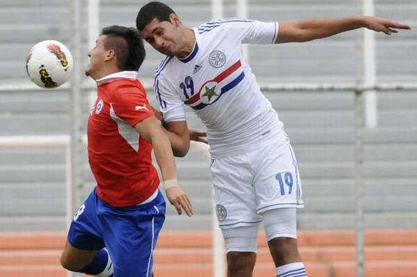 Os líderes da primeira fase do Sul-americano Sub-20, Chile e Peru não começaram bem o hexagonal final da competição, neste domingo. Os chilenos perderam por 3 a1 para o Paraguai
