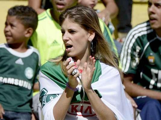 No primeiro jogo do Palmeiras em 2013, torcida se deparou com um cenário semelhante ao do fim de 2012: um empate decepcionante por 0 a 0 com o Bragantino pelo Campeonato Paulista, pelo Campeonato Paulista. Nas arquibancadas do Estádio do Pacaembu, torcida trocou o ânimo pelo protesto. Veja: