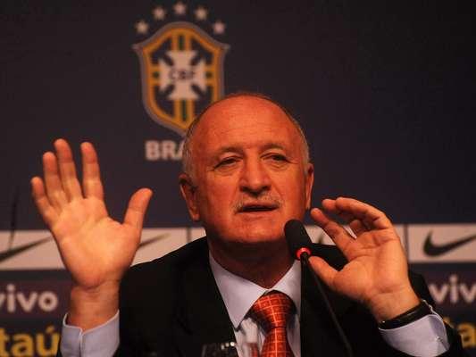 Em sua primeira convocação após retornar à Seleção Brasileira, Luiz Felipe Scolari traz de volta nomes como Júlio César e Ronaldinho