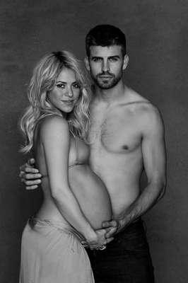 A cantora Shakira e o zagueiro do Barcelona Gerard Piqué tiveram o primeiro filho juntos, batizado de Milan, nesta terça-feira (22)