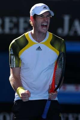 Andy Murray solta um grito e vibra ao bater Jeremy Chardy na madrugada desta quarta-feira, pelas quartas de final do Aberto da Austrália. O britânico venceu o francês por 3 sets a 0, com parciais de