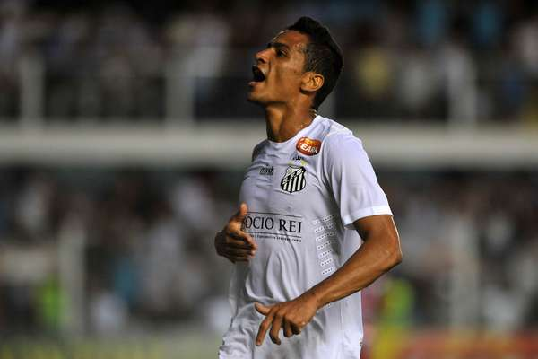 Com destaque para Cícero, o Santos venceu o Botafogo-SP por 3 a 0, nesta quarta-feira, pelo Campeonato Paulista. O ex-são-paulino fez um gol e deu assistência para outro, ainda no primeiro tempo