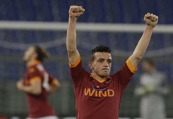 Florenzi comemora gol feito após bom cruzamento de Ivan Piris; a Roma derrotou a Inter de Milão em casa e saiu em vantagem na semifinal da Copa da Itália