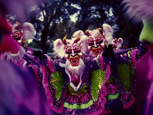 Rico em cores e detalhes, Carnaval dominicano ganha variações de acordo com a região em que é comemorado