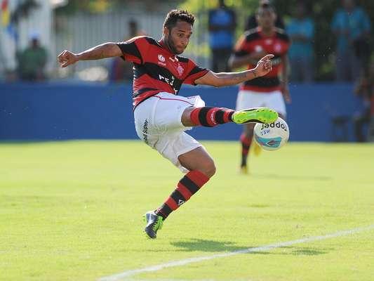 Ibson fez um belo gol de voleio no empate do Flamengo