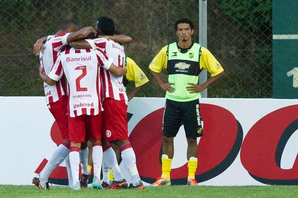 No última partida com os jogadores reservas, Internacional vence o Cerâmica por 2 a 1 em Gravataí