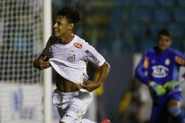 Com futebol de gente grande, o jovem Neilton desequilibrou o clássico entre Palmeiras e Santos, pela semifinal da Copa São Paulo. Ele marcou três gols na vitória por 3 a 2 sobre o rival, na Arena Barueri