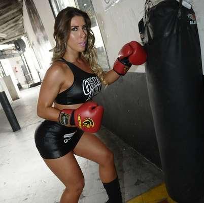 A rainha de bateria da escola de samba Gaviões da Fiel, Tati Minerato, será ring girl da 48ª edição do Jungle Fight, maior evento de MMA da América Latina. » Leia mais