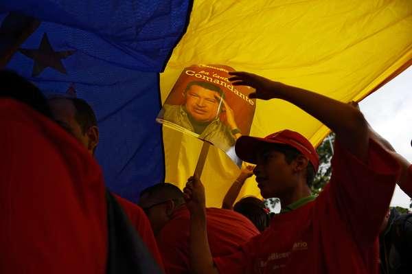 Milhares de venezuelanos ocuparam as ruas de Caracas nesta quarta-feira para comemorar os 55 anos do fim da ditadura