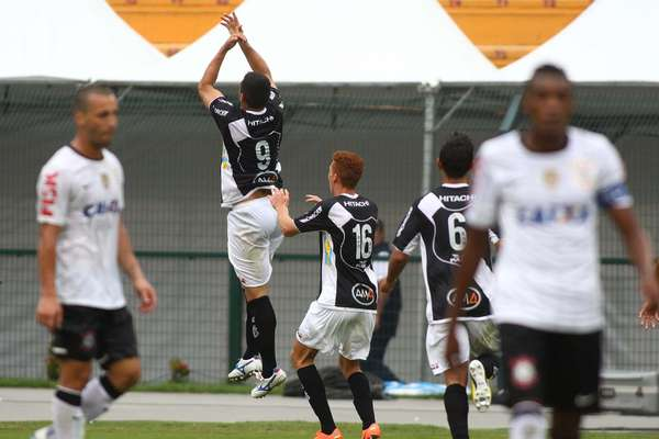 A Ponte Preta contou com um gol de pênalti de William aos 43min do segundo tempo e venceu o Corinthians por 1 a 0 no Pacaembu, nesta quarta-feira, pela segunda rodada do Campeonato Paulista