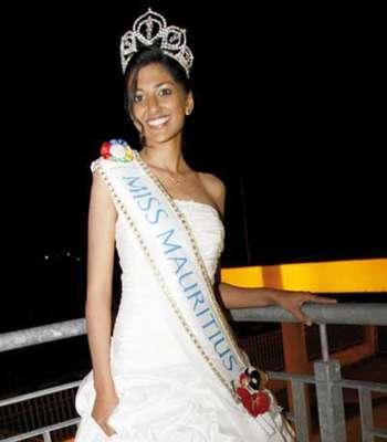 Ella es Diya Beeltah, actual soberana a Miss Mauricio 2012 - 2013, título que le permitirá competir en representación del país insular, ubicado al suroeste del océano Índico, durante el gran certamen de Miss Universo 2013.