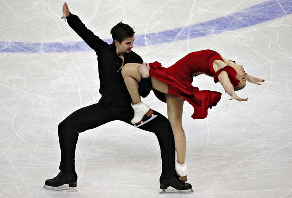 Madison Hubbell and Zachary Donohue compete during the free dance at the U.S. Figure Skating Championships in Omaha, Nebraska, January 26, 2013. REUTERS/Jim Young (UNITED STATES)