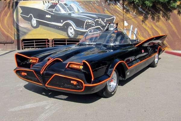 1 - Pagan más de US$4 millones por el Batimóvil: El poderoso cuatro ruedas del superhéroe Batman que se utilizó para la serie televisiva de la década de los 60 fue vendido por más de US$4 millones en una subasta.