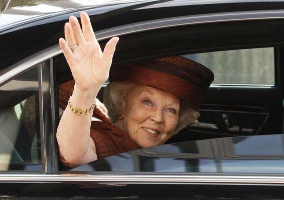 El último miembro de la realeza europea en abdicar de su trono ha sido Beatriz de Holanda, quien ha sorprendido este lunes al anunciar que el próximo 30 de abril dejará el trono que ocupa desde hace 30 años