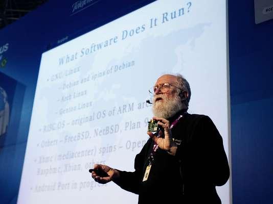 O diretor-executivo da Linux Internacional, Jon Maddog Hall, falou sobre o Raspberry Pi, o computador de US$ 35