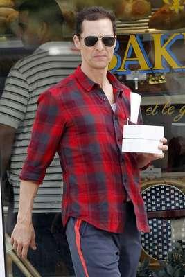 Matthew McConaughey celebrou o aniversário da mulher, Camila Alves, com um passeio por Nova Orleans, nos Estados Unidos, nessa segunda-feira (28)