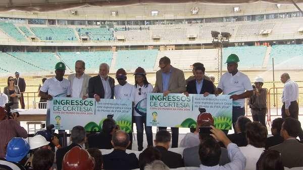 Comitiva da Fifa fez visita nas obras da Arena Fonte Nova