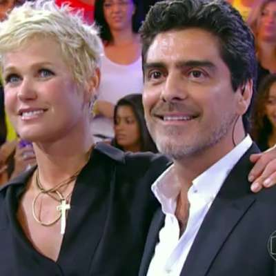 Junno Andrade está namorando a apresentadora Xuxa Meneghel. Veja fotos da vida e carreira do ator de 49 anos!