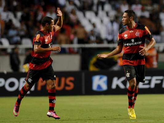 O Flamengo mostrou superioridade nesta quinta-feira e venceu seu primeiro clássico na temporada, derrotando o rival Vasco da Gama por 4 a 2 no Engenhão
