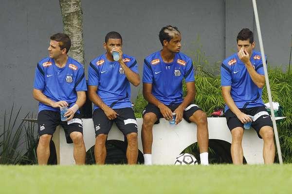Os jogadores da base santista promovidos pelo técnico Muricy Ramalho após o título da Copa São Paulo de juniores foram vítimas de um trote do atacante Neymar, que raspou parte do cabelo dos garotos e os obrigou a treinarem com o visual, no mínimo, estranho. O zagueiro Jubal que o diga.