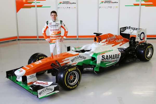 """Com apenas um piloto presente, a Force India exibiu o carro com o qual disputará a temporada 2013 da Fórmula 1. Em evento realizado na manhã desta sexta em Silverstone, na Inglaterra, a equipe mostrou o VJM06, definido como """"elegante"""" por Di Resta. Veja mais fotos do modelo:"""