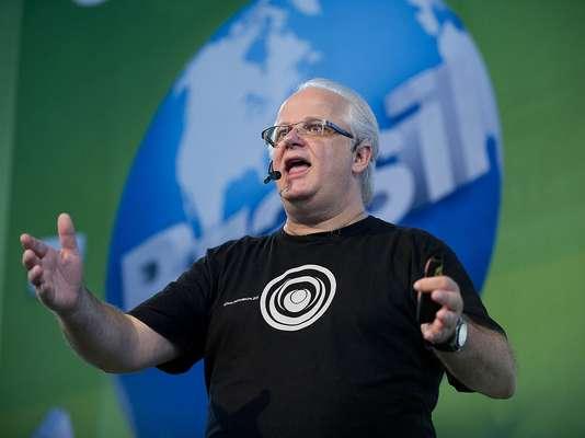 """""""Ufologia é ciência pura, do começo ao fim"""", afirmou o ufólogo e jornalista Ademar José Gevaerd na palestra que encerrou a programação do palco Galileu da Campus Party Brasil deste ano"""