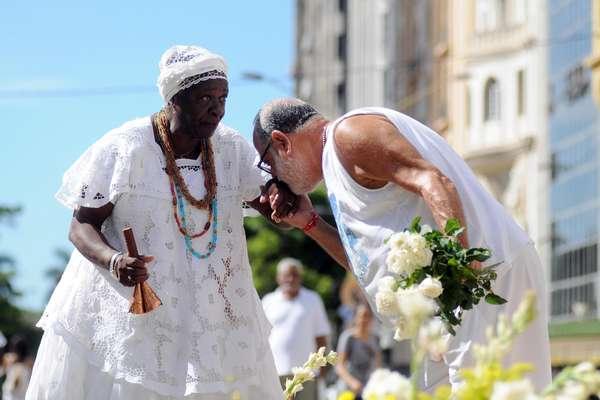 Filhos de Gandhy fazem homenagem a Iemanjá no centro do Rio de Janeiro neste sábado
