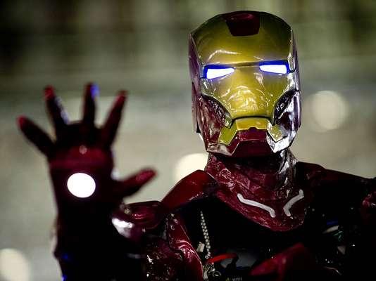 Homem de Ferro 'mirando' no fotógrafo durante a Campus Party. A edição 2013 teve recorde de público e anúncio da edição Recife pela segunda vez no Brasil