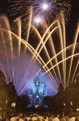 Inaugurado em 1971 em Orlando, na Flórida o Walt Disney World é um dos principais destinos turísticos do planeta, com quatro parques temáticos como o tradicional Magic Kingdom, além de parque aquático, hotéis e numerosos restaurantes. Visitado por milhões de pessoas todos os anos, o complexo tem algumas curiosidades que surpreendem até os seus maiores conhecedores. Confira a lista, feita pelo site Budget Travel. 1 - Do tamanho de uma cidade: o tamanho total do Walt Disney World é de mais de 100 km², equivalente, por exemplo, à área da cidade de San Francisco