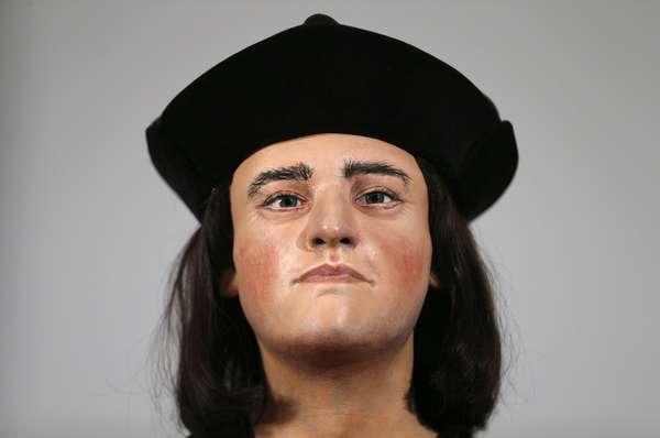 Especialistas reconstruíram o rosto de Ricardo III através de tomografia computadorizada depois que o esqueleto do rei morto em 1485 foi encontrado sob um estacionamento na Inglaterra